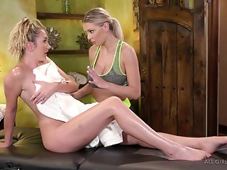 Blonde , Massage
